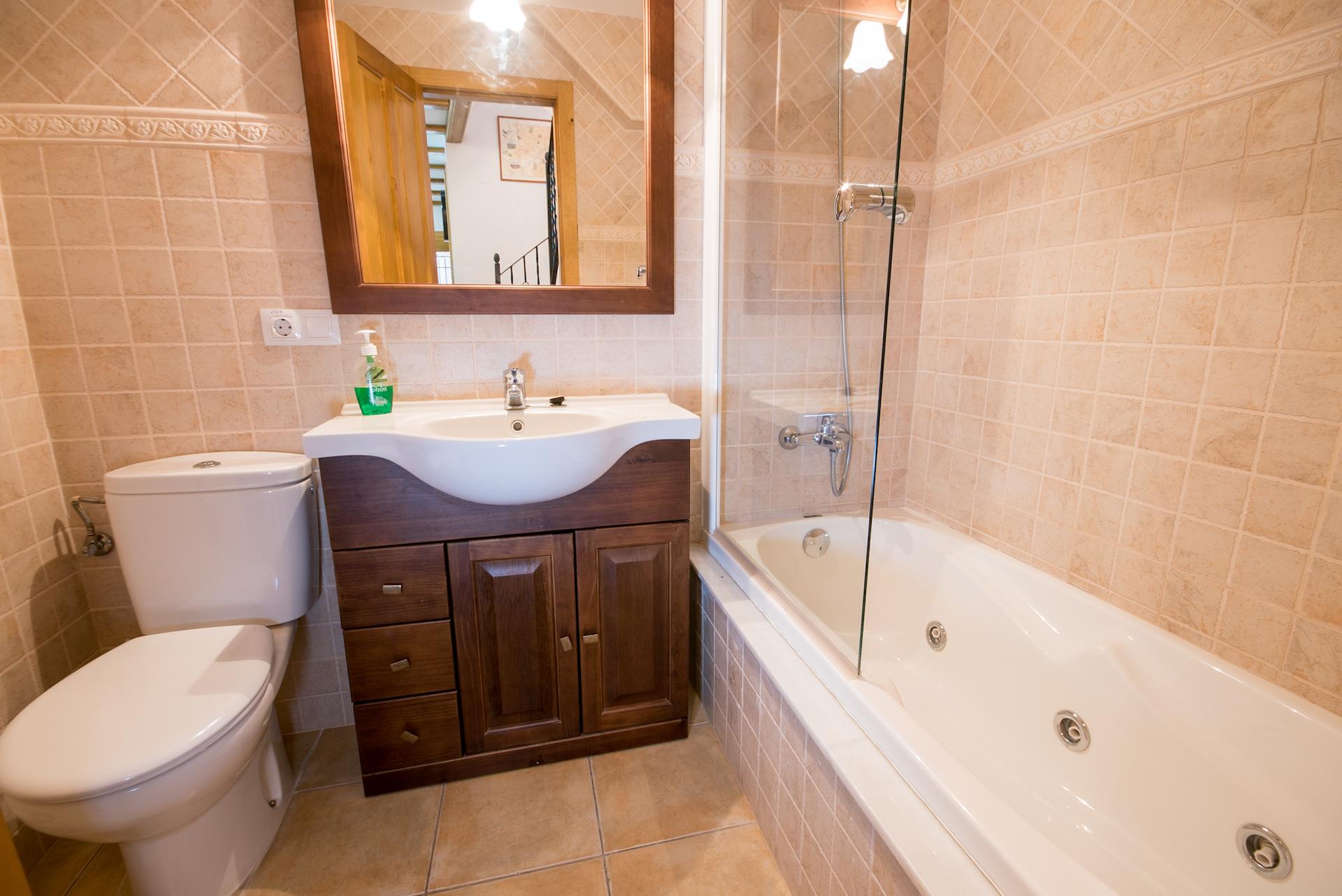 Benafer - Casa Arminda - Baño con hidromasaje