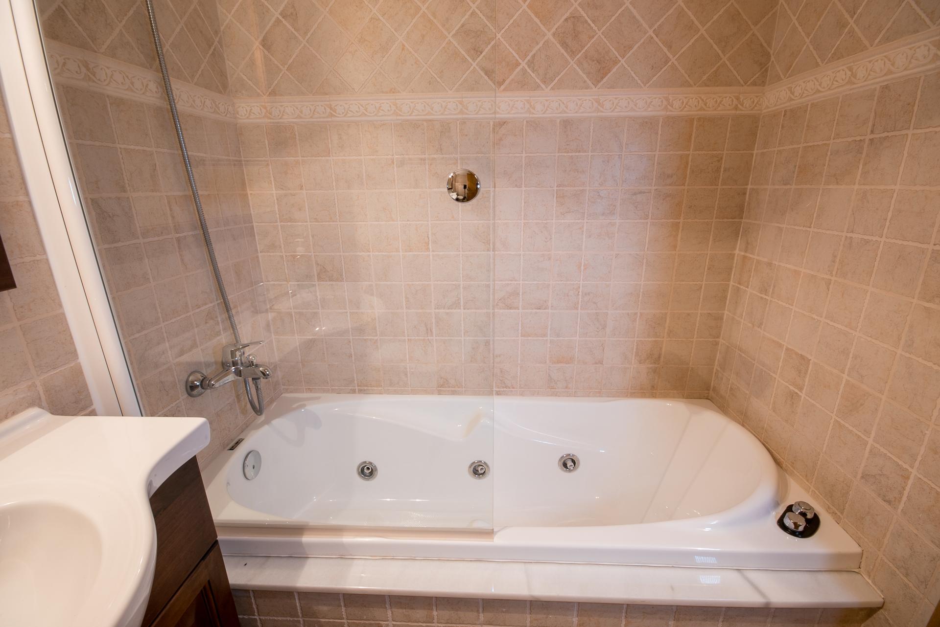 Benafer - Casa Arminda - bañera de Hidromasaje
