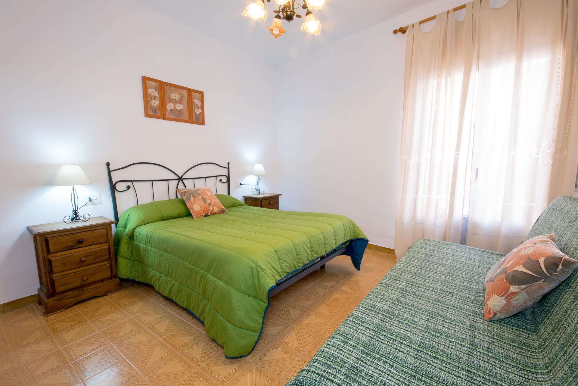 Benafer - Casa Paco - Habitación Matrimonio con sofá cama