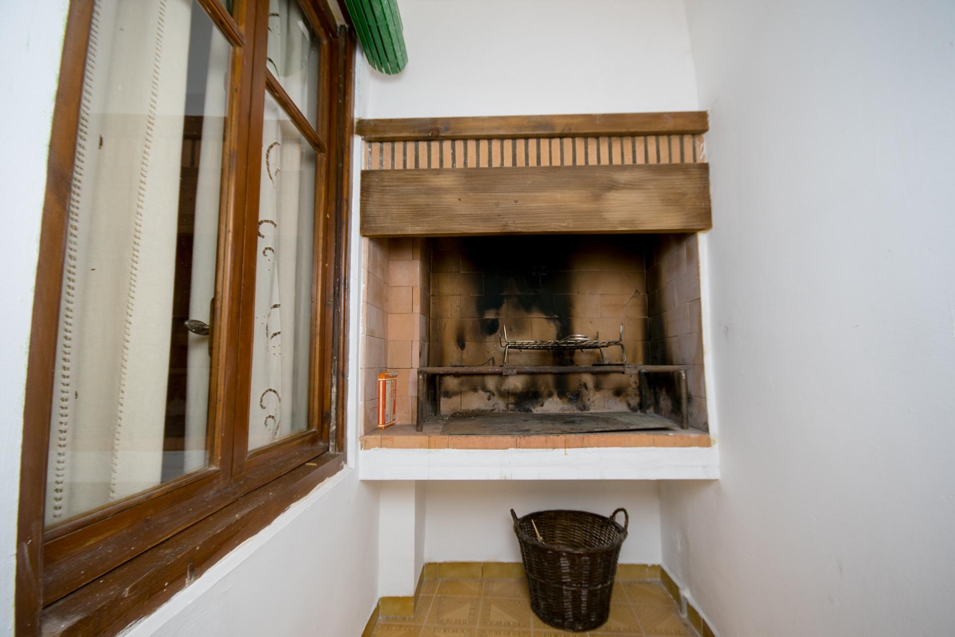 Benafer - Casa Paco - Patio de luces Barbacoa