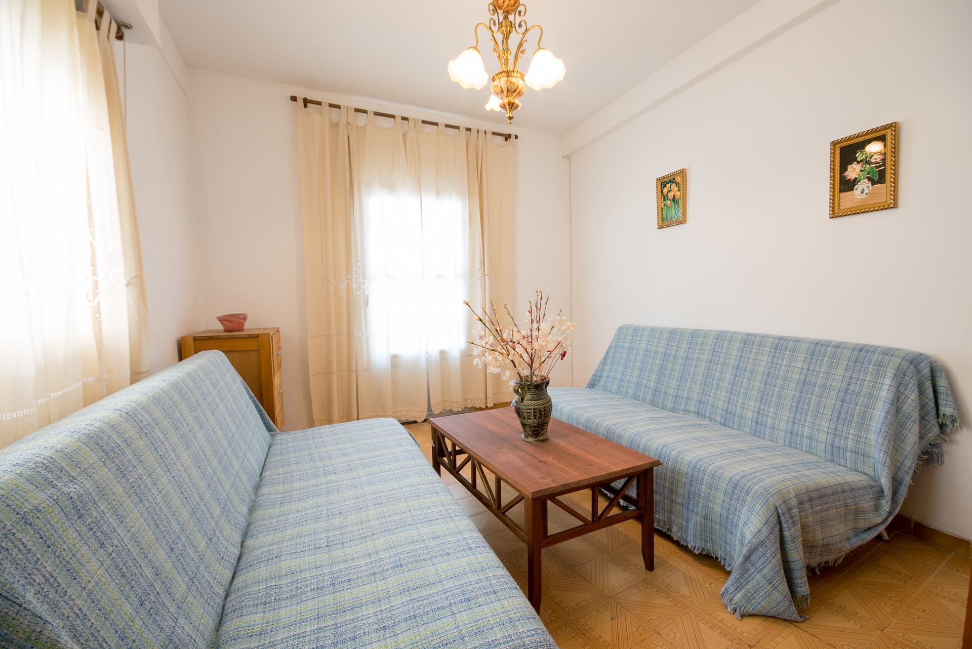 Benafer - Casa Paco - Salón con 2 sofá-cama