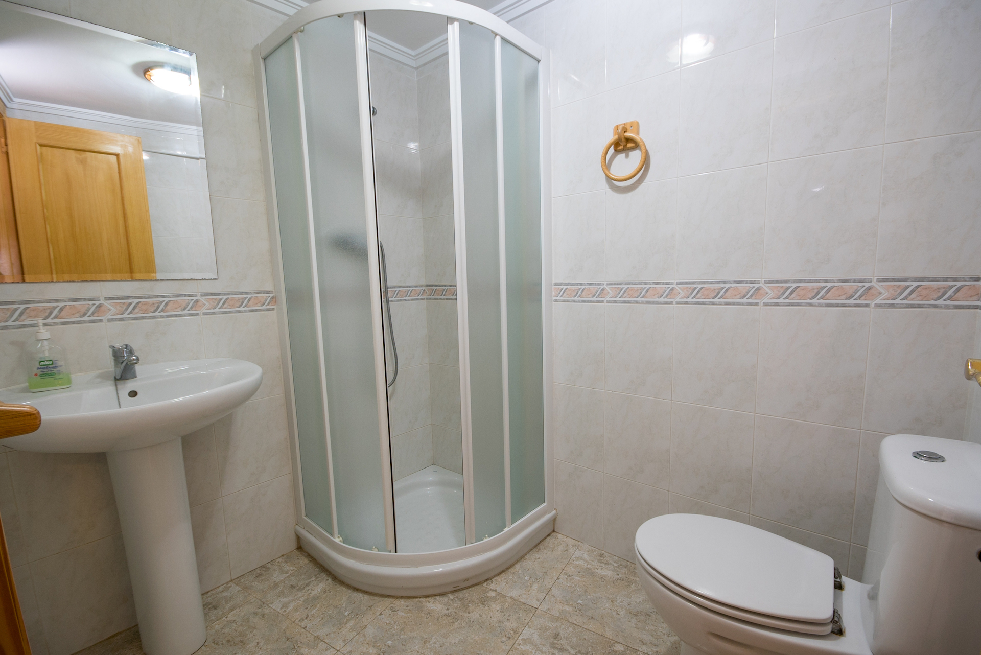 Caudiel - Casa Maestro - baño con plato de ducha