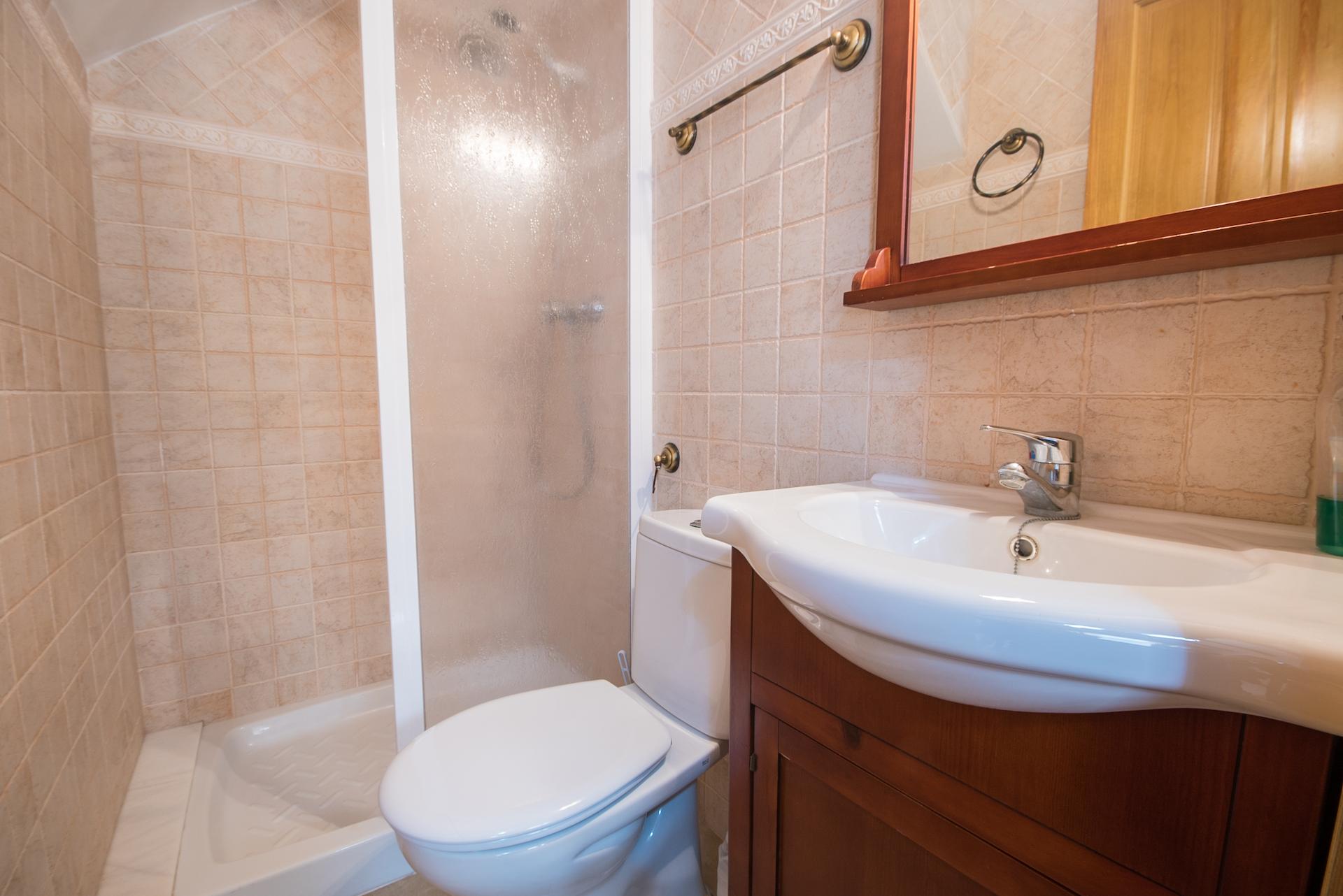 Caudiel - Casa Vista Alegre - Baño con plato de ducha