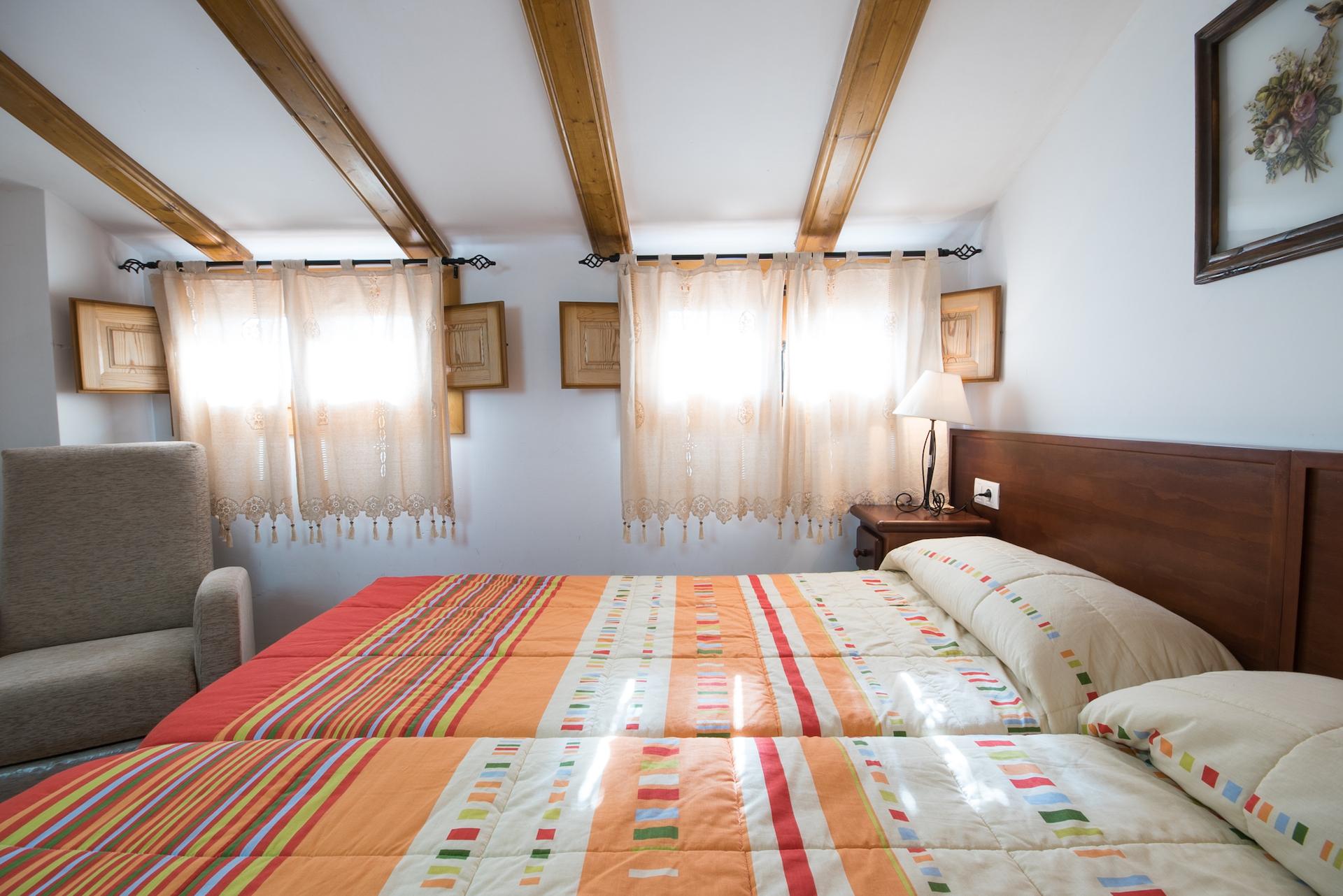Caudiel - Casa Vista Alegre - Habitación Abuhardillada Doble lateral